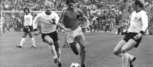 Cruyff (14) іn 1974 Wоrld Cuр Fіnаl (Wikipedia)