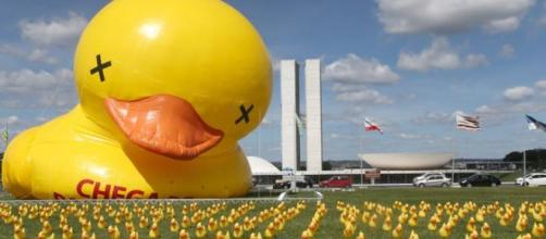 Fiesp coloca pato gigante em Brasília