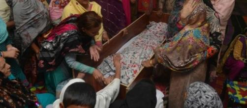 Foto del ataúd dónde está un cuerpo musulmán