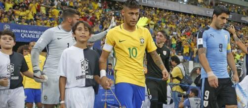 Neymar, na abertura do jogo: partida conturbada