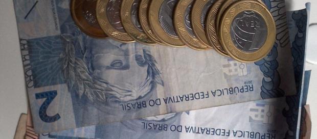 Cinco meses de trabalho no Brasil para pagar impostos