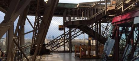 O monumento mais famoso de Paris ficou completamente vazio