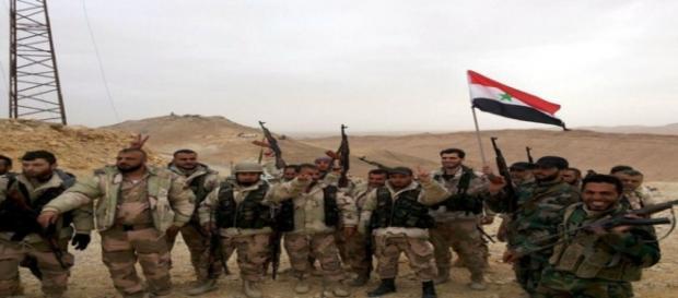 Força da Síria comemora retomada de Palmira