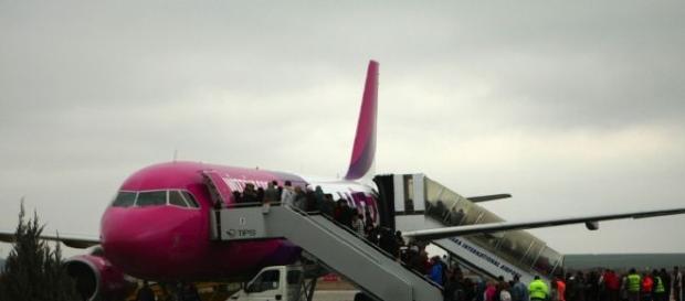 Incident tensionat într-un avion Wizz Air