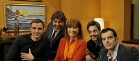 Mercè Sampietro en medio de algunos actores de 'La Riera'.