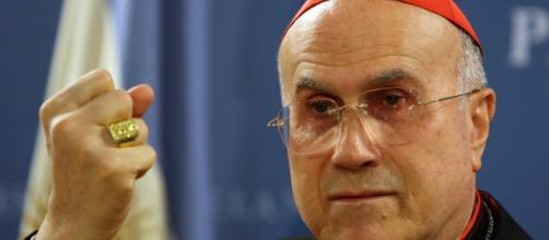 El Cardenal Bertone salpicado por otro escándalo.