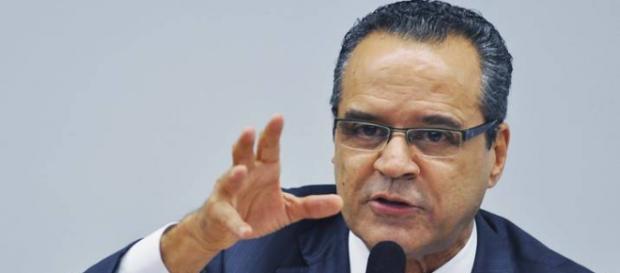 Henrique Alves deixa o Turismo