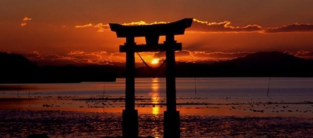 Japón abre la puerta a operaciones militares