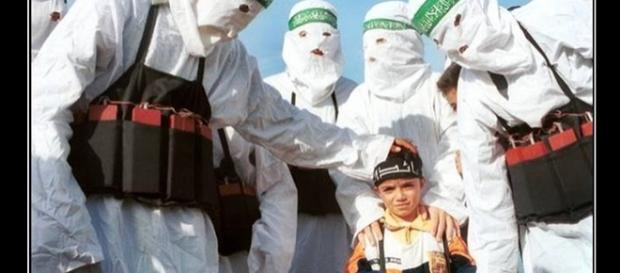 Kilkuletnie dzieci sprzedawane są terrorystom