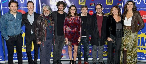 Los actores en un evento de la serie