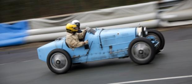 Une bien belle Bugatti dans l'épingle du Faye