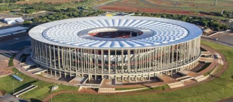 O estádio Mané Garrincha, em Brasília, receberá grande público.