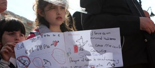 Niños en la protesta antitaurina. Foto: GARDEU