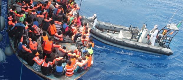 Continua la serie di salvataggi in mare di migranti