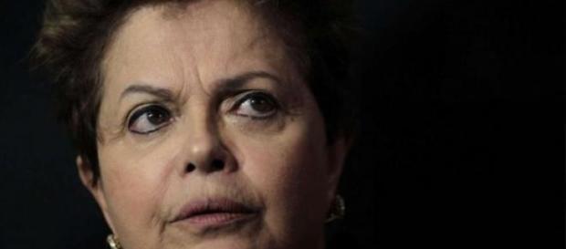 Governo Dilma continua com baixíssima popularidade e risco de impeachment aumenta