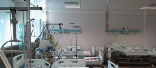 Infirmiera își fotografia pacienții dezbrăcați