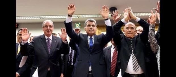 PMDB comemorando rompimento com o governo Dilma