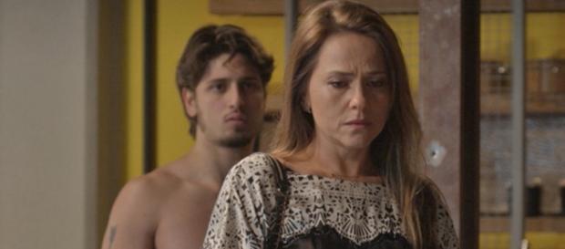Sofia flagra Lili aos beijos com Rafael