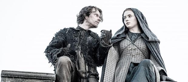 Theon y Sansa en el momento de saltar el muro de Invernalia