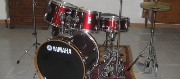 Yamaha drum kit via (Wikimedia)
