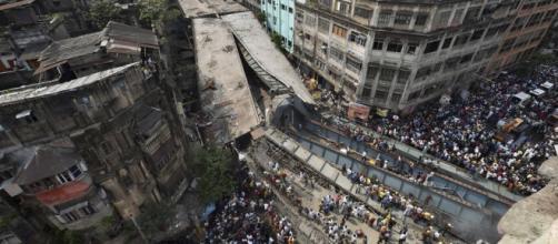 Derrumbe del paso elevado en área Girish Park en la ciudad de Calcuta.
