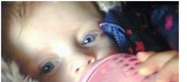 Bebê Lucy Booth morreu durante o banho