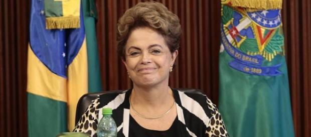 Dilma oferece dinheiro em forma de verbas contra impeachment