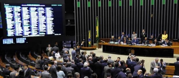 Dilma pode questionar impeachment.