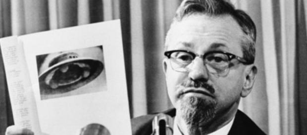 El doctor J. Allen Hynek, astrónomo y ufólogo