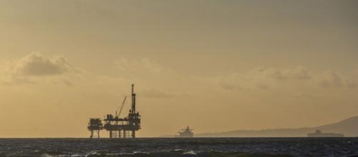 piattaforma petrolifera entro le 12 miglia