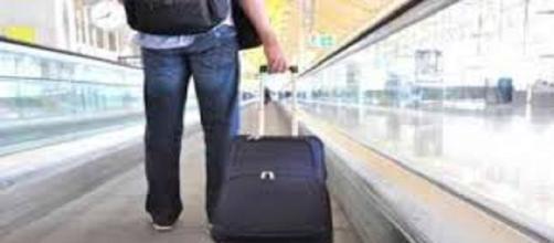 Sono in aumento i 'giovani con la valigia'
