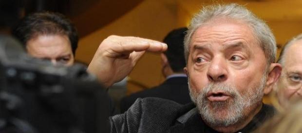 PF faz buscas na casa de Lula em São Paulo