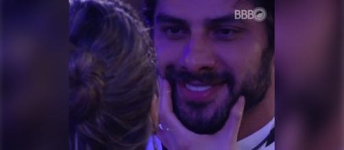 Ana Paula dá dois tapas em Renan