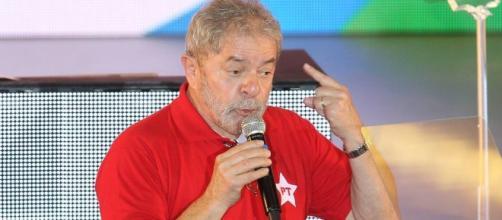 Lula em discurso no Sindicatos dos Bancários
