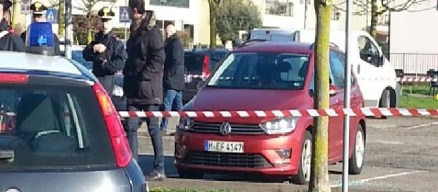 Cele două cadavre au fost găsite într-o mașină