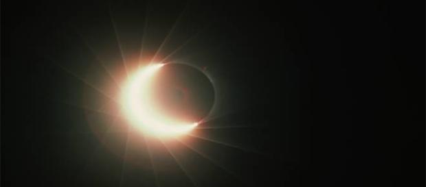 Éclipse solaire totale la nuit entre 8 et 9 Mars