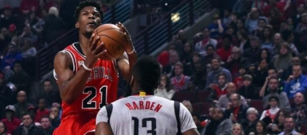 Jimmy Butler frente a James Harden en su regreso