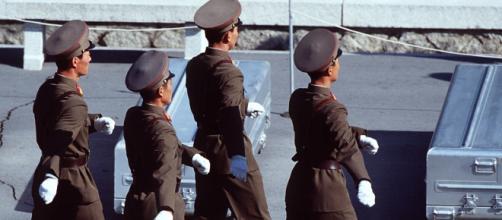 Soldados norcoreanos de servicio.