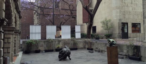 Jorge Marín en el patio del Museo dela Cancillería