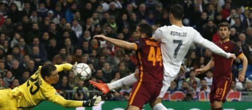 Cristiano Ronaldo marca o primeiro gol do Real
