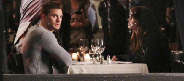 Jamie e Dakota em cena (Foto: FameFlynet)