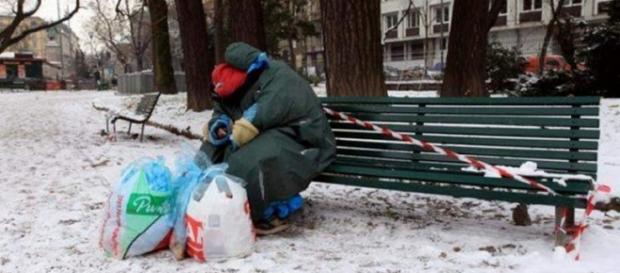 O româncă fără adăpost are nevoie de semeni