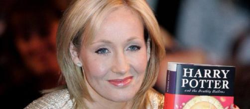 J.K. Rowling in posa con il 'suo' Harry Potter