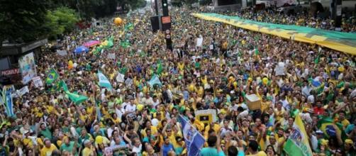 Manifestação na Av. Paulista em 13/03/2016