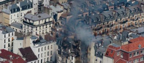 Momento cuando se presentaba el incendio generado por la explosión.