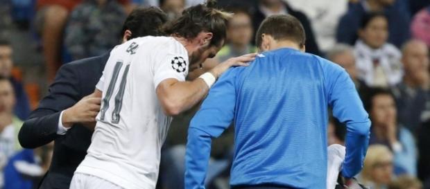 Lesión Gareth Bale atendido en el rpopio campo