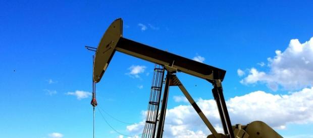 Raffineria di petrolio: i prezzi ancora in calo