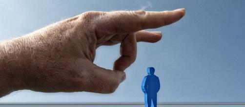 A crise atinge a maioria dos setores e o desemprego dispara