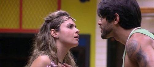 Renan brigou diversas vezes com Ana Paula (Reprodução)
