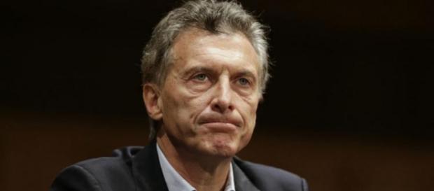 """Apurado en enlodar más a CFK sin pruebas cuando los """"Papers"""" verifican sus delitos en paraísos fiscales fiscales"""